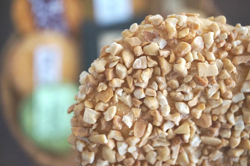 ピーナッツ好き必見! 約1cmの厚み、ボリューム満点の「落花煎」。